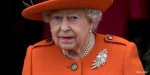 Queen Elizabeth II orange Australian wattle royal brooch diamonds Christmas 2017