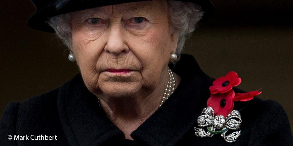Queen Elizabeth II Dorset bow royal brooch Remembrance Sunday black 2017