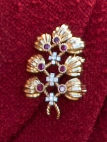 ruby and gold royal brooch queen Elizabeth II royal jewellery