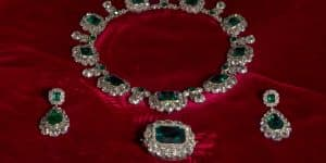 Queen Victoria's emerald-and-diamond necklace, brooch and earrings (Photo from Historic Royal Palaces)
